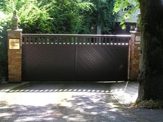 This is a sliding Aluminium gate. The available space and angle of the driveway meant that the gate automation system chosen slides the gate to one side along the wall.