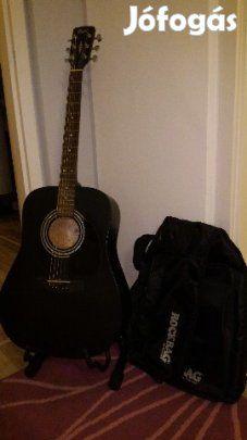 Eladó Cort Ad810E elektroakusztikus gitár: Eladó egy jó állapotban lévő Cort Ad810E elektroakusztikus gitár, a képen látható tokkal. - beépített hangoló