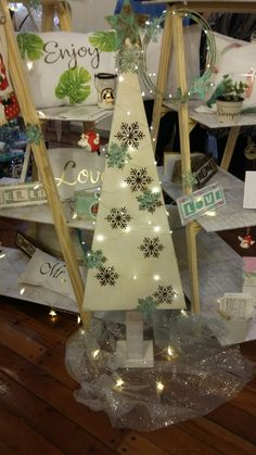 Ladder Decor, Table Decorations, Furniture, Home Decor, Xmas, Ideas For Christmas, Decoration Home, Room Decor, Home Furnishings