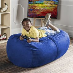 For story time, nap time, play time, or for any time, kids will love to snuggle into the plush and supportive foam of the Jaxx Sofa Saxx Jr Bean Bag. Fit one, two, or three children on this spacious cloud of comfiness. Perfect for any child's play room, this miniature Sofa Saxx lounger gives them their own space.