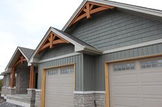 Separation of differing siding. -- Awesome Board And Batten Siding For Exterior Home Design: Interesting Exterior Home Design With Gable Roof And Board And Batten Siding Plus Stone Wall Exterior Siding Options, Exterior House Siding, Craftsman Exterior, Cottage Exterior, Exterior House Colors, Exterior Design, Wall Exterior, House Exteriors, Exterior Windows
