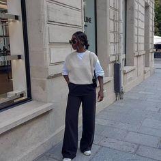 Aïda Badji Sané (@basicstouch) • Photos et vidéos Instagram Fall Wardrobe, Wardrobe Staples, Wardrobe Ideas, Boyish Style, French Girls, Comme Des Garcons, Who What Wear, Nordic Style, Beige