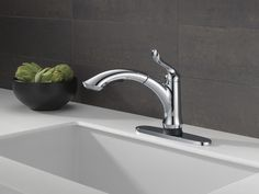 4353T-DST - Single Handle Pull-Out Kitchen Faucet with Touch2O® Technology