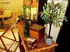 Κουτάκια πολλαπλών χρήσεων, γυάλινα βάζα και γλαστράκια για κήπο ή σαλόνι.