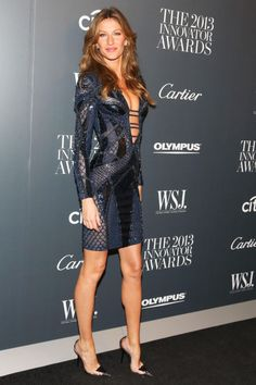 9 of Gisele Bundchens sexiest red carpet looks: Versace dress Gisele Bündchen, Fashion Models, High Fashion, Womens Fashion, Estilo Casual Chic, Vestidos Fashion, Best Street Style, Lady, Versace Dress