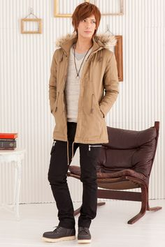 Simple coat, neutral colours winter / autum
