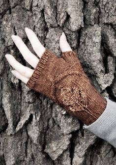 Knitting Pattern for Oak Grove Mitts - Cozy little mitts with a beautiful embossed oak leaf. Instructions are included for both a fingerless glove and fingerless mitten version. Designed by NeverNotKnitting Knit Mittens, Knitted Gloves, Women's Gloves, Half Gloves, Wrist Warmers, Hand Warmers, Oak Grove, Lace Knitting Patterns, Leaf Knitting Pattern