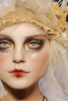 Ice Queen Supreme Jessica Stam in the John Galliano Fall 2009 show. Makeup Art, Beauty Makeup, Hair Makeup, Hair Beauty, Ghost Makeup, Beauty Style, Makeup Style, Makeup Ideas, Makeup Brush