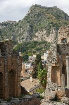 Old Roman Theater on the hill at the top end of the city of Taormina, Sicily, Italy. Places Around The World, The Places Youll Go, Great Places, Places To See, Beautiful Places, Around The Worlds, Taormina Sicily, Photos Voyages, Italy Travel