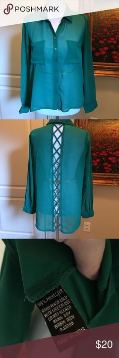 Emerald green Cecico lattice back blouse Emerald green Cecico lattice back blouse size medium. Perfect condition. No holds or trades. ❤️❤️❤️ pit to pit 20.5, length on front 23 inches, back 30 inches Cecico Tops Blouses