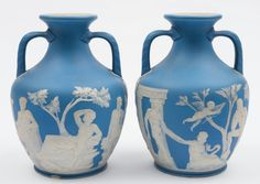 Par de vasos em Wedgwood do sec.19th, 27,5cm de altura, 4,380 USD / 4,020 EUROS / 17,740 REAIS / 28,890 CHINESE YUAN soulcariocantiques.tictail.com