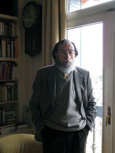 Juan Eduardo Zúñiga en su casa de Madrid, del reportaje realizado por Karina Beltrán para la revista Lecturas Sumergidas. © Karina Beltrán