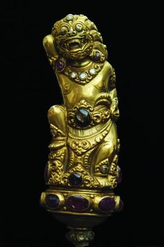 Poignée de Kriss en argent doré. 17 rubis, 12 brillants, saphir noir. Singaraja, Bali, Indonésie, fin XIX e siècle. Courtesy galerie Cédric Le Dauphin.
