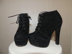 Chaussures à talons / vêtements / mode