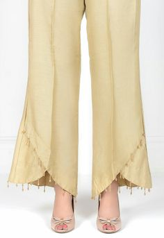 Bottom with nice bottom - Hosen Sleeves Designs For Dresses, Dress Neck Designs, Blouse Designs, Designer Kurtis, Designer Dresses, Salwar Pants, Plazzo Pants, Fashion Pants, Fashion Dresses