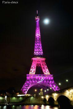 La Tour Eiffel en rose. Quelques images de la Tour Eiffel toute parée de rose à l'occasion d'Octobre rose, le mois de lutte contre le cancer du sein...