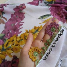 Anlatımlı videosunu YouTube oya.sandigim kanalımdan izleyebilirsiniz #tığişi #tığoyası #kaşmiryazma #oyasandigim #oyamodelleri #oyaörnekleri Saree Kuchu Designs, Scarf Design, Ribbon Embroidery, Cuff Bracelets, Crochet Patterns, Sewing, Lace, Youtube, Instagram