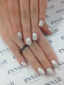 Sparkling silver nails