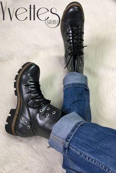 Ghete din piele naturala interior/exterior. Dr. Martens, Combat Boots, Interior, Shoes, Fashion, Atelier, Moda, Zapatos, Indoor