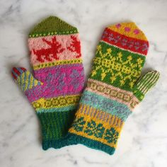 To avoid sticking two like . Knitting Stitches, Knitting Designs, Knitting Projects, Hand Knitting, Knitting Patterns, Knitted Mittens Pattern, Knit Mittens, Mitten Gloves, Vintage Knitting