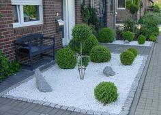 Front Garden Sculptures Modern With Gravel - Garden Design Ideas Boxwood Garden, Gravel Garden, Garden Stones, Succulents Garden, Modern Front Yard, Front Yard Design, Modern Garden Design, Landscape Design, Spring Decoration