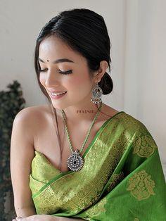 Beautiful Girl Indian, Most Beautiful Indian Actress, Beautiful Saree, Gorgeous Women, Desi Girl Image, Girls Image, Marriage Album, Indian Look, Teen Celebrities