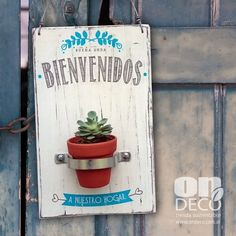 Macetero energía turquesa - comprar online Vintage Shabby Chic, Vintage Farmhouse, Deco Paint, Wood Pallet Art, Housekeeping Tips, Decoupage Vintage, Diy Woodworking, Diy Design, Diy Furniture