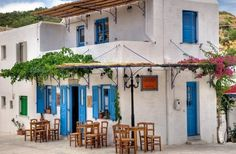 Tavern in Paros from Amazing Greece Experiences via FB Mykonos, Santorini, Cyclades Greece, Paros Island, Cottage Exterior, Greece Islands, Cool Cafe, Small Island, White Houses