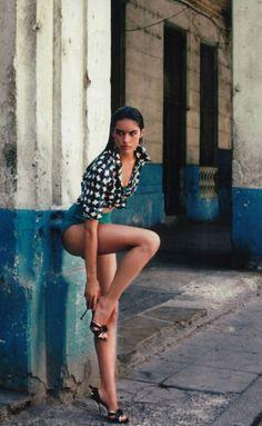 verano a la habana: sara sampaio by xavi gordo for elle spain june 2012 Sara Sampaio, Great Legs, Nice Legs, Beautiful Legs, Poses, Cuba Fashion, Style Fashion, Killer Legs, Mode Editorials