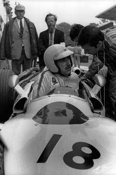 Jo Schlesser, Honda French Grand Prix 1968 (Rouen-Les-Essarts)John Bolster and Denis Jenkinson looking on. F1 Racing, Racing Team, Sport Cars, Race Cars, Porsche 904, Race Engines, American Racing, Racing Events, Formula 1 Car
