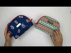 Passo a Passo ::: Nécessaire Curva - By Fê Atelier - YouTube My Bags, Purses And Bags, Knitting Projects, Sewing Projects, Handbag Patterns, Beauty Case, Patchwork Bags, Crochet Purses, Black Crystals