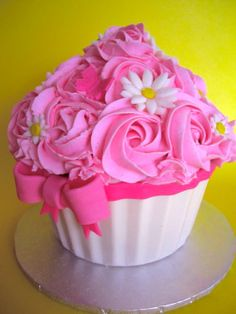 Pretty #Pink Giant #Cupcake with gorgeous bow & daisies! We love and had to share! Great #CakeDecorating