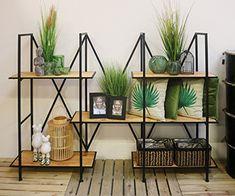 Green is the new black! Haal jouw groene decoratie snel in huis. Past perfect op dit rek in industriële stijl   #industralhome #tropicalgreen #urbanjungle #interieurinspiratie