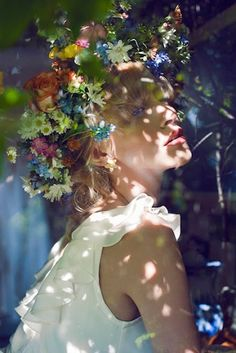 Flowers sunlight and a beautiful portrait Corona Floral, Photomontage, Belle Photo, Her Hair, Portrait Photography, Photography Flowers, Photography Women, Summer Photography, Photos