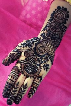 Mehndi henna designs are always searchable by Pakistani women and girls. Women, girls and also kids apply henna on their hands, feet and also on neck to look more gorgeous and traditional. Mehndi Designs Front Hand, Indian Mehndi Designs, Mehndi Designs For Girls, Stylish Mehndi Designs, Bridal Henna Designs, Mehndi Design Pictures, Beautiful Henna Designs, Beautiful Mehndi, Latest Mehndi Designs