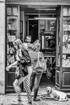https://flic.kr/p/vWQY4h | The Shop Dow with the Bandaged Ear | Lisbon Portugal May 2013