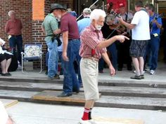(Original video)Old man steals the show at the 45th annual Old time fiddlers convention
