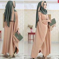 ❤️ 👉 😍😍 Zar 👉 @ zarafetmoda 😍😍 the to the to # Tesettür Hijab Gown, Hijab Dress Party, Hijab Outfit, Iranian Women Fashion, Islamic Fashion, Muslim Fashion, Niqab Fashion, Fashion Outfits, Estilo Abaya