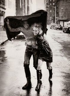 Pamela Anderson & Tommy Lee By Peter Lindbergh, 1996 Lee Tommy, Pam And Tommy, Tommy Lee Jones, Pam Anderson Tommy Lee, Peter Lindbergh, Rock N Roll, Pamela Andersen, Colson Baker, Famous Couples