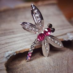 Dragonfly Brooch to compliment every occasion  #craft365.com