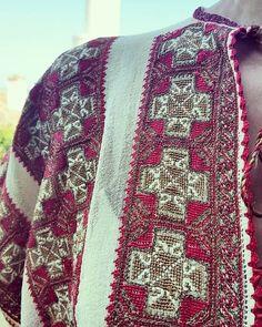 Folk Clothing, Folk Embroidery, Cross Stitch Patterns, Diy And Crafts, Costumes, Blanket, Romania, Crochet, Flora