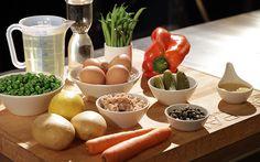 Gli ingredienti per l'insalata russa