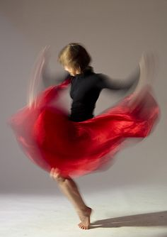 Hilary Shedel Photography (motion) I love the way colour is used to really capture the motion Slow Shutter Speed Photography, Motion Blur Photography, Body Art Photography, Figure Photography, Creative Photography, Photography Tips, Portrait Photography, Photography Business, Multiple Exposure
