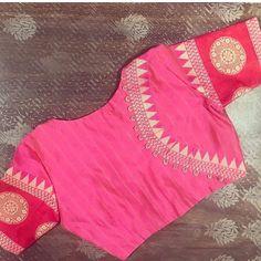 Designer Blouse Patterns - Her Crochet Simple Blouse Designs, Stylish Blouse Design, Saree Blouse Neck Designs, Sari Design, Designer Kurtis, Henna Designs, Designer Blouse Patterns, Ideias Fashion, Instagram