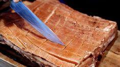 SAFTIG: Ønsker du en saftig ribbe, velg en tynnribbe som er ganske feit. Foto: METTE MØLLER Bread, Desserts, Christmas, Food, Traditional, Ribe, Tailgate Desserts, Xmas, Deserts