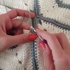 Aprenda Crochê De Modo Rápido e fácil e Bastante Simples - Stricken anleitungen,Stricken einfach,Stricken ideen,Stricken tiere,Stricken strickjacke Bag Crochet, Love Crochet, Crochet Granny, Learn To Crochet, Crochet Motif, Crochet Stitches, Crochet Baby, Crochet Flowers, Simple Crochet