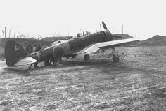 Las unidades de Ki-43 (al igual que las restantes unidades de cazas y bombarderos de las FAEJ) combatirían con gran coraje los sucesivos contraataques aliados, y, si bien el Ki-43 ya se encontraba superado, aún era muy peligroso si era pilotado por un piloto experimentado que supiera aprovechar sus puntos fuertes y las debilidades de sus enemigos. Durante 1944, los ingenieros de Nakajima continuaron mejorando el Ki-43 - Pin it by GUSTAVO BUESO-JACQUIER