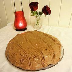 Edels Mat & Vin: 60'tallets sjokoladekake med romessens og lys sjokoladekrem ♫