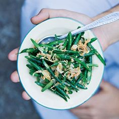 Myanmar-Style Long Bean Salad Recipe - I made this today minus the fish sauce, sugar and salt. Healthy Side Dishes, Side Dish Recipes, Asian Recipes, Veggie Dishes, Green Bean Salads, Green Beans, Best Vegetarian Recipes, Healthy Recipes, Healthy Meals