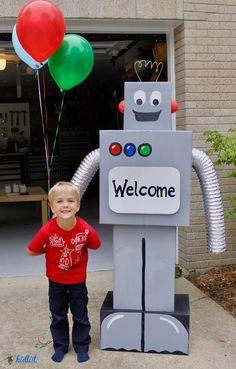 Cardboard Robot Make A Robot, Robots For Kids, Science Lab Decorations, Robot Baby Showers, Diy For Kids, Crafts For Kids, Cardboard Robot, Box Robot, Recycled Robot